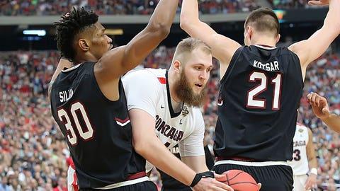 Gonzaga center Przemek Karnoski slips through the South Carolina double team.