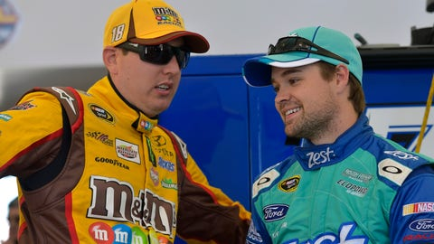 Stenhouse moves Kyle Busch at Martinsville