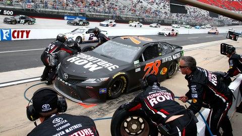 Four-tire pit stop