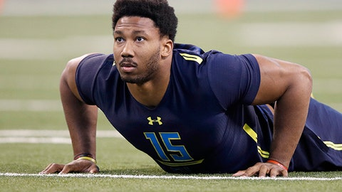INDIANAPOLIS, IN - MARCH 05: Defensive lineman Myles Garrett of Texas A&M in action during day five of the NFL Combine at Lucas Oil Stadium on March 5, 2017 in Indianapolis, Indiana. (Photo by Joe Robbins/Getty Images)
