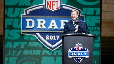 PHILADELPHIA, PA - APRIL 27:  Commissioner of the National Football League Roger Goodell speaks during the first round of the 2017 NFL Draft at the Philadelphia Museum of Art on April 27, 2017 in Philadelphia, Pennsylvania.  (Photo by Jeff Zelevansky/Getty Images)