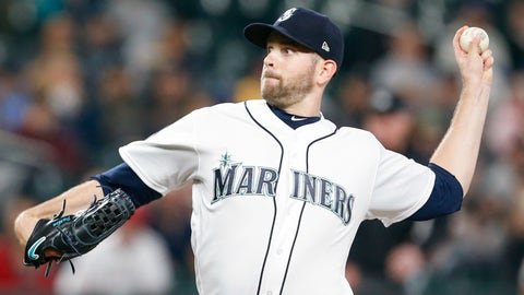 Paxton scuffling after injury