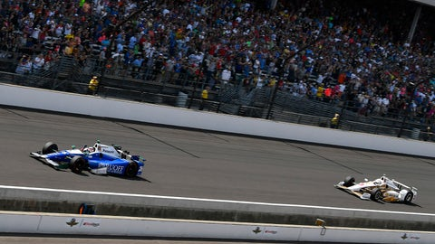 Takuma Sato crosses the line ahead of Helio Castroneves to win the 101st running of the Indianapolis 500. (Photo: Scott R LePage/LAT Images)