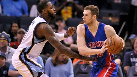 Apr 9, 2017; Memphis, TN, USA; Detroit Pistons forward Jon Leuer (30) handles the ball against Memphis Grizzlies forward JaMychal Green (0) during the first half at FedExForum. Mandatory Credit: Justin Ford-USA TODAY Sports