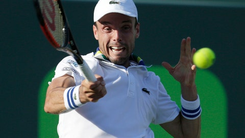 Roberto Bautista Agut, of Spain, serves to Roger Federer during the Miami Open tennis tournament, Tuesday, March 28, 2017, in Key Biscayne, Fla. (AP Photo/Lynne Sladky)
