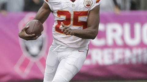 Kansas City Chiefs running back Jamaal Charles (25) runs against the Oakland Raiders during an NFL football game in Oakland, Calif., Sunday, Oct. 16, 2016. (AP Photo/Marcio Jose Sanchez)