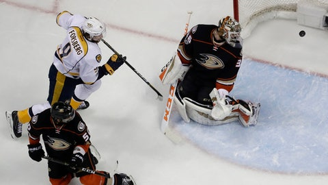 Nashville Predators center Filip Forsberg scores past Anaheim Ducks goalie John Gibson during the first period of Game 1 in the NHL hockey Stanley Cup Western Conference finals, Friday, May 12, 2017, in Anaheim, Calif. Ducks' Antoine Vermette, bottom left, looks on. (AP Photo/Chris Carlson)