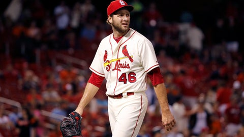 St. Louis Cardinals relief pitcher Kevin Siegrist walks off the field after giving up a two-run double to San Francisco Giants' Christian Arroyo and being removed from a baseball game during the 13th inning Saturday, May 20, 2017, in St. Louis. (AP Photo/Jeff Roberson)