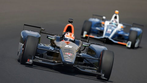 James Hinchcliffe, of Canada, drives through the first turn during the final practice session for the Indianapolis 500 IndyCar auto race at Indianapolis Motor Speedway, Friday, May 26, 2017 in Indianapolis. (AP Photo/Michael Conroy)
