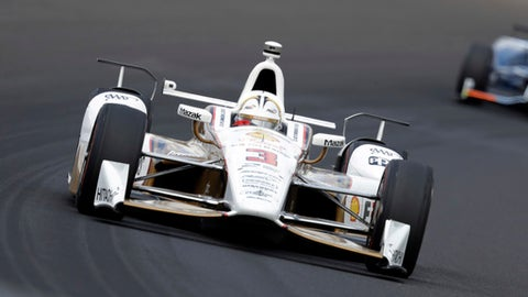 Helio Castroneves, of Brazil, drives through the first turn during the running of the Indianapolis 500 auto race at Indianapolis Motor Speedway, Sunday, May 28, 2017, in Indianapolis. (AP Photo/Darron Cummings)