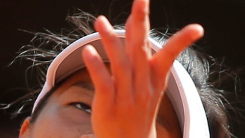 Taiwan's Su-Wei Hsieh serves against Britain's Johanna Konta during their first round match of the French Open tennis tournament at the Roland Garros stadium, in Paris, France. Tuesday, May 30, 2017. (AP Photo/Michel Euler)