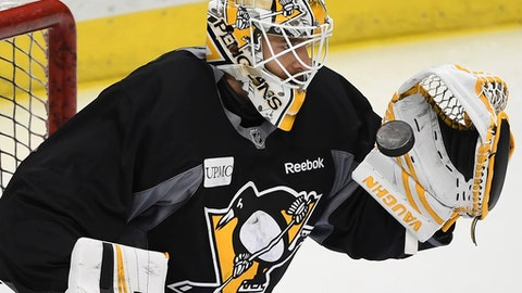 Pittsburgh Penguins Matt Murray catches the puck during hockey practice, Wednesday, May 31, 2017 at PPG Paints Arena in Pittsburgh. (Peter Diana/Pittsburgh Post-Gazette via AP)