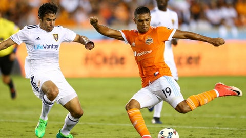 Houston Dynamo forward Mauro Manotas (19) scores his second goal of the game against the Real Salt Lake during the first half of a MLS soccer game, Wednesday, May 31, 2017 in Houston. ( Yi-Chin Lee/Houston Chronicle via AP)