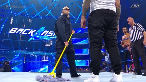 The Usos defeated Breezango to retain the SmackDown Tag Team Championship