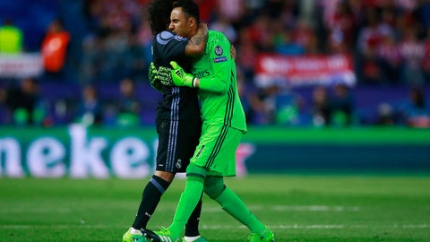 Get Keylor Navas an ice pack