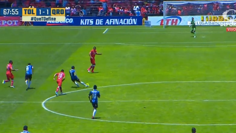 This half-field equalizer in Liga MX was this weekend's best goal
