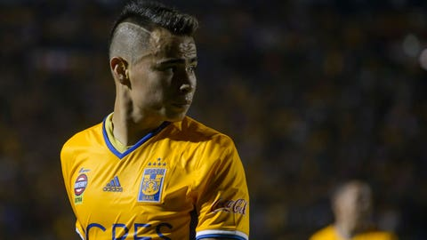 NUEVO LEON, MEXICO - APRIL 11:  Lucas Zelarayan of Tigres looks on during the match between Tigres and Chivas as part of the Clausura 2017 Liga MX at Universitario Stadium on April 11, 2017 in Nuevo Leon, Mexico. (Photo by Azael Rodriguez/LatinContent/Getty Images)