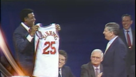 1988: Clippers GM Elgin Baylor reveals a Danny Manning jersey after winning it
