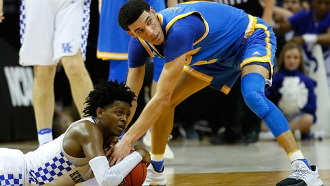 MEMPHIS, TN - MARCH 24: De'Aaron Fox #0 of the Kentucky Wildcats and Lonzo Ball #2 of the UCLA Bruins compete for a lose ball in the second half during the 2017 NCAA Men's Basketball Tournament South Regional at FedExForum on March 24, 2017 in Memphis, Tennessee.  (Photo by Kevin C. Cox/Getty Images)