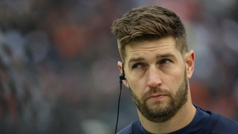 CHICAGO, IL - NOVEMBER 27:  Jay Cutler #6 of the Chicago Bears Illinois State Redbirds seen on the sideliens during a game against the Tennessee Titansat Soldier Field on November 27, 2016 in Chicago, Illinois.  (Photo by Jonathan Daniel/Getty Images)