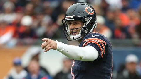 CHICAGO, IL - OCTOBER 04:  Quarterback  Jay Cutler #6 of the Chicago Bears points across the field in the first half against the Oakland Raiders at Soldier Field on October 4, 2015 in Chicago, Illinois.  (Photo by Jonathan Daniel/Getty Images)