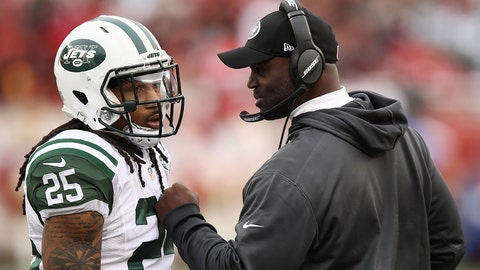 SANTA CLARA, CA - DECEMBER 11:  Head coach Todd Bowles of the New York Jets speaks with Calvin Pryor #25 during their NFL game at Levi's Stadium on December 11, 2016 in Santa Clara, California.  (Photo by Ezra Shaw/Getty Images)