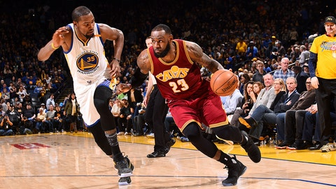 OAKLAND, CA - JANUARY 16: LeBron James #23 of the Cleveland Cavaliers drives to the basket during the game against the Golden State Warriors on January 16, 2017 at ORACLE Arena in Oakland, California. NOTE TO USER: User expressly acknowledges and agrees that, by downloading and or using this photograph, user is consenting to the terms and conditions of Getty Images License Agreement. Mandatory Copyright Notice: Copyright 2017 NBAE (Photo by Noah Graham/NBAE via Getty Images)