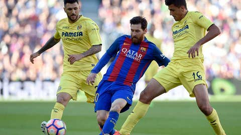 Barcelona's Argentinian forward Lionel Messi (C) vies with Villarreal's midfielder Rodrigo Hernandez (R) and Villarreal's Italian midfielder Roberto Soriano during the Spanish league football match FC Barcelona vs Villarreal CF at the Camp Nou stadium in Barcelona on May 6, 2017. / AFP PHOTO / LLUIS GENE        (Photo credit should read LLUIS GENE/AFP/Getty Images)