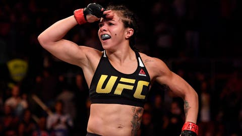 Claudia Gadelha defeats Karolina Kowalkiewicz via first-round submission
