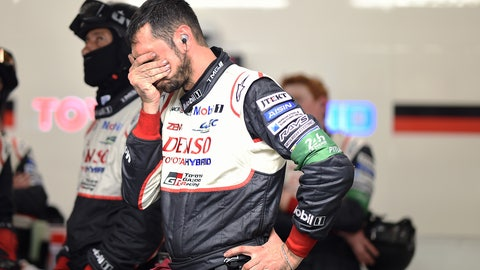Team members react to the troubles for the No. 7 Toyota. (Photo: Rainier Ehrhardt/LAT Images)
