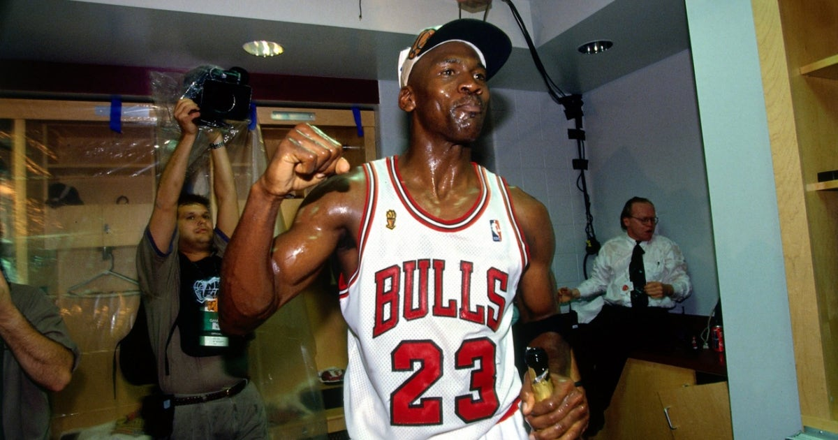 9dbddf33e6cc Undisputed   Would the 2017 Warriors beat Michael Jordan s  96 Bulls ...