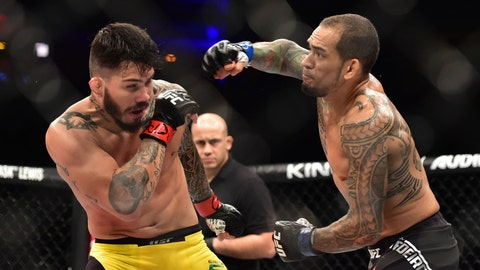 Yancy Medeiros defeats Erick Silva via second-round TKO