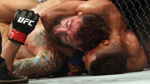 Kevin Lee defeats Michael Chiesa by first-round submission