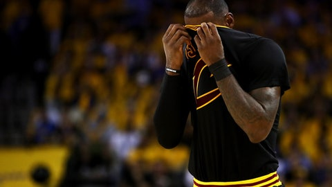 OAKLAND, CA - JUNE 04:  LeBron James #23 of the Cleveland Cavaliers reacts against the Golden State Warriors during the second half in Game 2 of the 2017 NBA Finals at ORACLE Arena on June 4, 2017 in Oakland, California. NOTE TO USER: User expressly acknowledges and agrees that, by downloading and or using this photograph, User is consenting to the terms and conditions of the Getty Images License Agreement.  (Photo by Ezra Shaw/Getty Images)