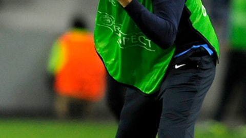 FILE - In this Tuesday, Oct. 22, 2013 file photo coach Luciano Spalletti shouts instructions from the touch line during the Champions League group G soccer match between FC Porto and Zenit Tuesday, Oct. 22, 2013, at the Dragao stadium in Porto. Former Roma coach Luciano Spalletti said to reporters at Milan's Malpensa airport Tuesday, June 6, 2017 he has reached a deal to become the new manager of Inter Milan. (AP Photo/Paulo Duarte, file )