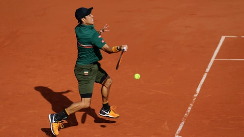 Japan's Kei Nishikori plays a shot against Britain's Andy Murray during their quarterfinal match of the French Open tennis tournament at the Roland Garros stadium, in Paris, France. Wednesday, June 7, 2017. (AP Photo/David Vincent)