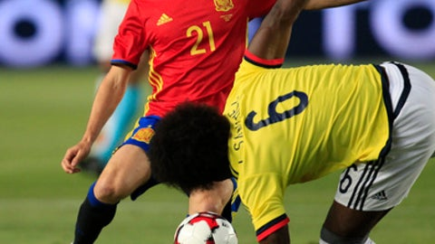 Spain's David Silva, left, duels for the ball against Colombia's Carlos Sanchez during the international friendly soccer match between Spain and Colombia at the Estadio Nueva Condomina in Murcia, Spain, Wednesday, June 7, 2017. (AP Photo/Alberto Saiz)