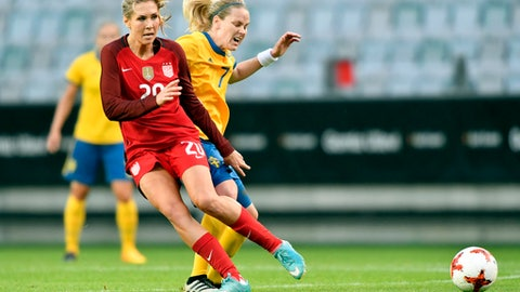 Allie Long, left of the USA vies with Sweden's Lisa Dahlkvist, during the women's international friendly soccer match between Sweden and the USA, at Gamla Ullevi stadium in Goteborg, Sweden, Thursday, June 8, 2017. (Bjorn Larsson Rosvall/TT via AP)
