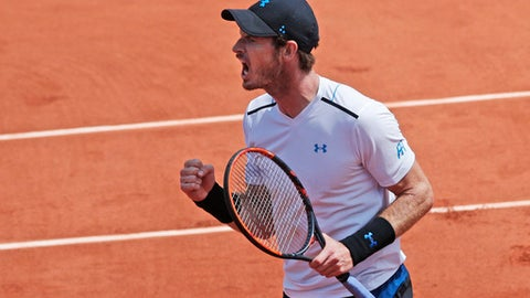 Britain's Andy Murray clenches his fist after scoring a point against Switzerland's Stan Wawrinka during their semifinal match of the French Open tennis tournament at the Roland Garros stadium, in Paris, France. Friday, June 9, 2017. (AP Photo/Christophe Ena)