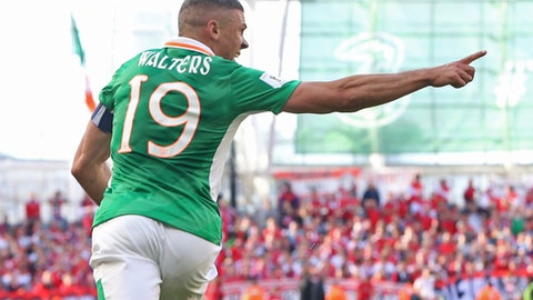 Republic of Ireland's Jonathan Walters celebrates scoring his side's first goal against Austria during the World Cup qualifying Group D soccer match at the Aviva Stadium, Dublin, Sunday June 11, 2017. (Niall Carson/PA via AP)