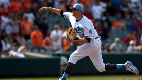 Baltimore Orioles relief pitcher Brad Brach delivers during the ninth inning of a baseball game against the St. Louis Cardinals, Sunday, June 18, 2017, in Baltimore. (AP Photo/Nick Wass)