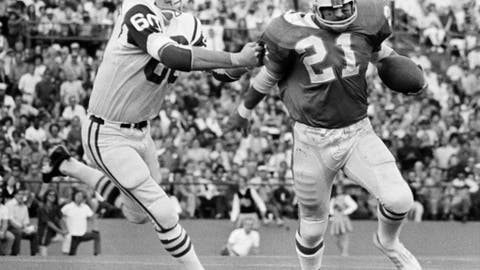 FILE - In this Dec. 13, 1970, file photo, New York Jets linebacker Larry Grantham (60) catches Miami Dolphins back Jim Kiick (21), by the sleeve to throw him for a one-yard loss on an attempted end run in an NFL football game in Miami. Grantham, a starter and defensive standout on the 1969 Super Bowl team, has died. He was 78. The Jets announced Sunday, June 18, 2017, that a funeral service for Grantham will be held Wednesday in his hometown of Crystal Springs, Miss. (AP Photo/Jim Kerlin, File)