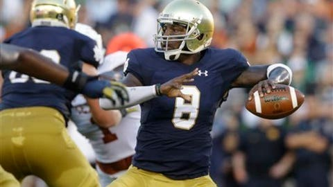 """FILE - In this Sept. 5, 2015, file photo, Notre Dame quarterback Malik Zaire looks to a pass during the first half of an NCAA college football game against Texas, in South Bend, Ind. Former Notre Dame quarterback Malik Zaire says it's official: He's going to Florida. Zaire announced the news Tuesday, June 20, 2017, on Instagram with a picture of the Gators logo, saying """"Official! I couldn't be happier to be a part of something special! Time to get to work. #Gators."""" (AP Photo/Nam Y. Huh, File)"""