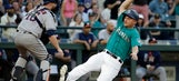 Mariners roll to 6th straight win, 13-3 over Astros