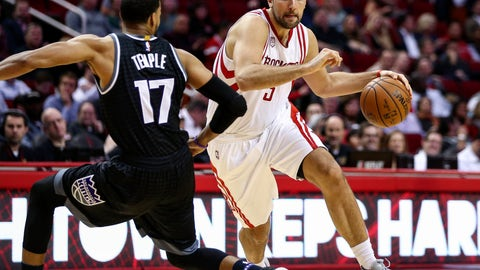 Dec 14, 2016; Houston, TX, USA; Houston Rockets forward Ryan Anderson (3) dribbles the ball as Sacramento Kings guard Garrett Temple (17) defends during the second quarter at Toyota Center. Mandatory Credit: Troy Taormina-USA TODAY Sports