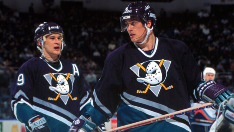 Nov. 19 will be special night for Ducks fans as Kariya, Selanne honored for HOF induction