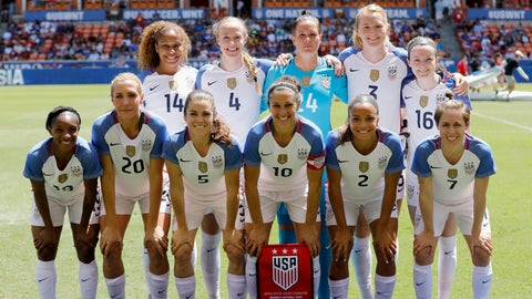 HOUSTON, TX - APRIL 09:  The U.S. team poses for a photo before the International Friendly soccer match against the Russia at BBVA Compass Stadium on April 9, 2017 in Houston, Texas.  (Photo by Tim Warner/Getty Images)
