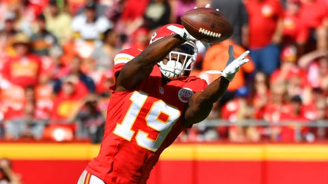 KANSAS CITY, MO - OCTOBER 23: Wide receiver Jeremy Maclin #19 of the Kansas City Chiefs makes a catch against the defense of cornerback B.W. Webb #28 of the New Orleans Saints at Arrowhead Stadium during the first quarter of the game on October 23, 2016 in Kansas City, Missouri. (Photo by Peter Aiken/Getty Images)