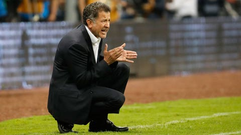 Juan Carlos Osorio is going to tinker