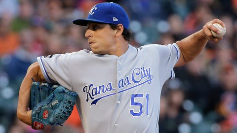 Perez and Moustakas go deep as Royals win ninth straight